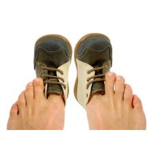Как разносить тесную обувь?